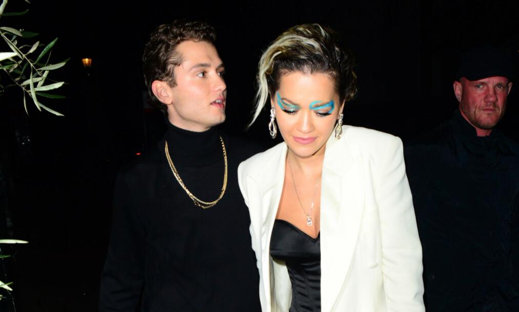<strong>KORT ROMANSE:</strong> Rafferty Law og Rita Ora dukket opp hånd i hånd i desember. Nå skal romansen mellom dem ha tatt slutt. Foto: NTB Scanpix