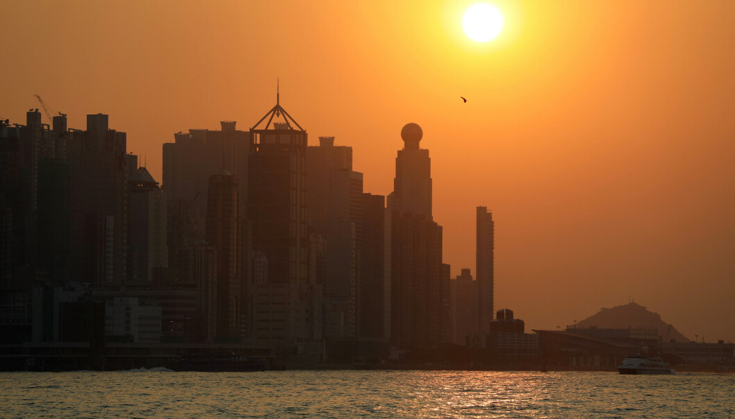 <strong>PENGEDRYSS:</strong> Innbyggerne i Hongkong kan glede seg over en ekstra pengegave fra myndighetene for å få opp forbruket i kjølvannet av coronaviruset og opptøyene som preget byen i fjor. Foto: Ammar Awad / Reuters / NTB Scanpix