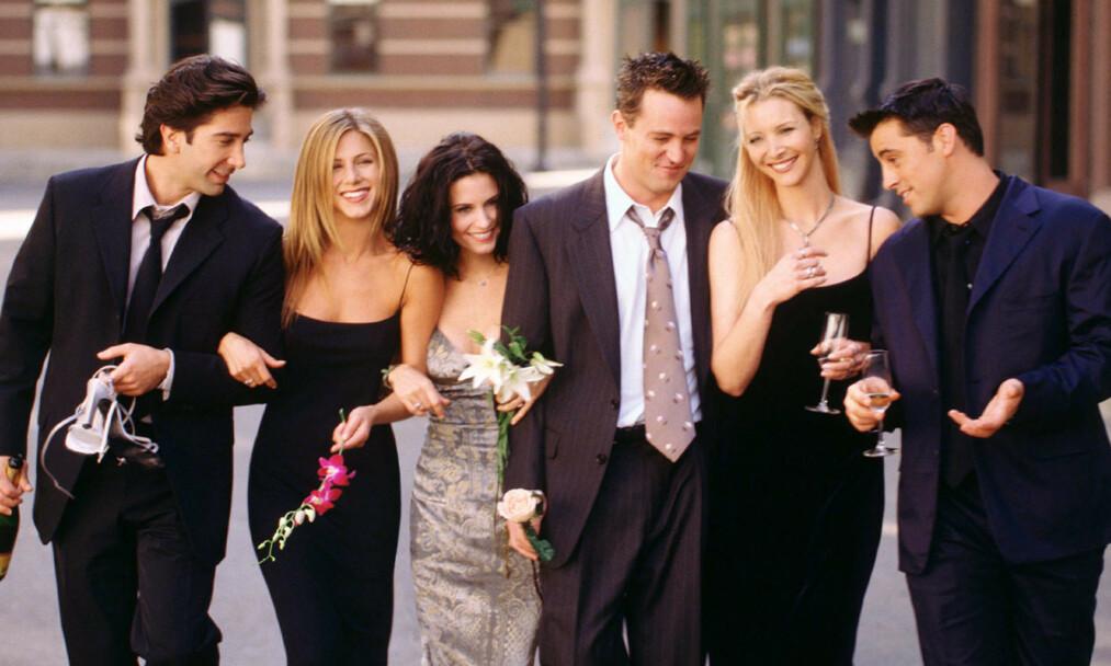 SAMLES: «Friends»-skuespillerne David Schwimmer, Jennifer Aniston, Matthew Perry, Lisa Kudrow og Matt LeBlanc dukker atter en gang sammen opp på skjermen. Foto: NTB scanpix