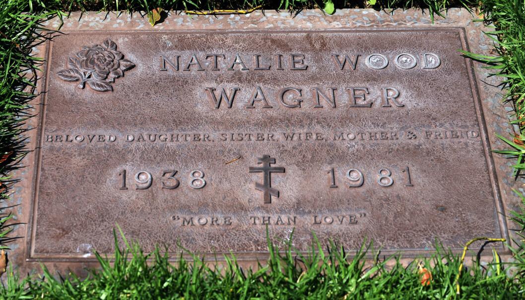 """<strong>SISTE HVILESTED:</strong> """"Mer enn kjærlighet"""", står på på gravsteinen til Natalie Wood. Før alle omstendigheter rundt hennes død er klarlagt, er det et spørsmål om hun hviler i fred. FOTO: NTB Scanpix"""