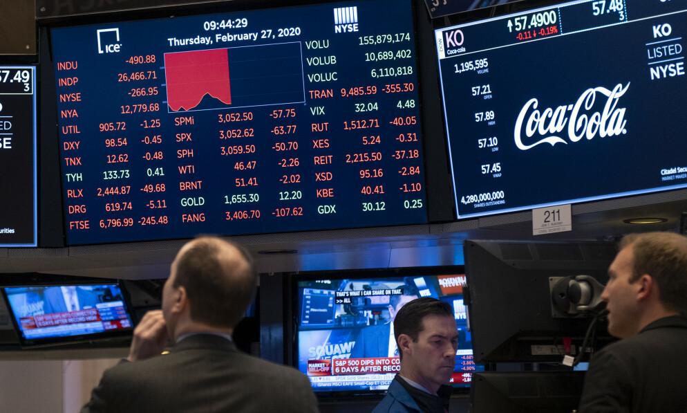 BLODRØDT: Torsdag endte med blodrøde tall på Wall Street. Foto: Craig Ruttle / AP / NTB Scanpix