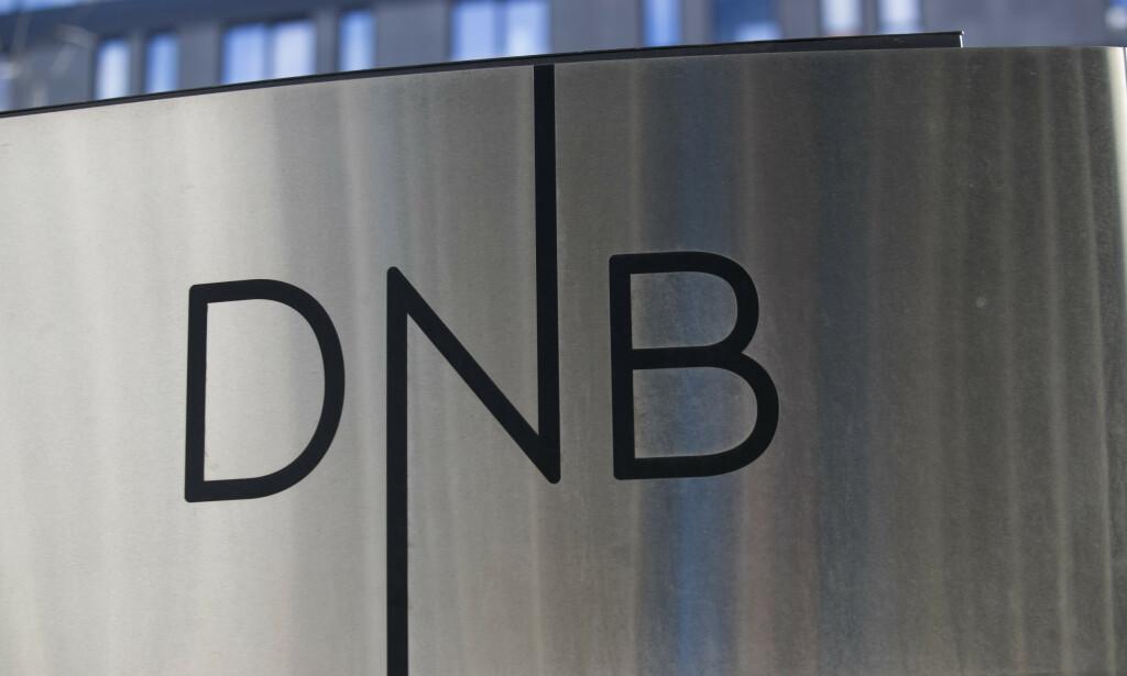 Oslo  20180424. Logoen til DNB utenfor hovedkontoret i Oslo. Foto: Terje Bendiksby / NTB scanpix