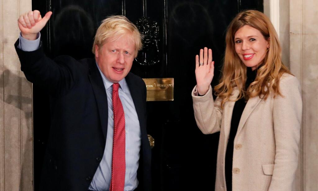VENTER BARN: Boris Johnson og Carrie Symonds venter sitt første barn, som melder sin ankomst til sommeren. De har også blitt forlovet, kommer det frem i en uttalelse. Foto: NTB Scanpix