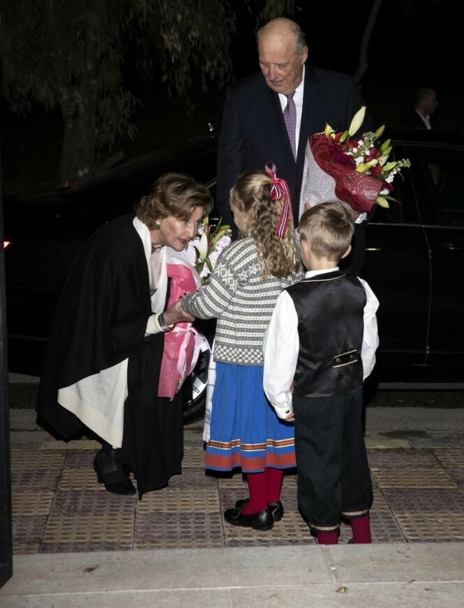 GÅR SOM PLANLAGT: Kongeparets statsbesøk til Jordan vil foregå som planlagt. Her er de avbildet under et besøk hos ambassaden søndag. Foto: Andreas Fadum / Se og Hør