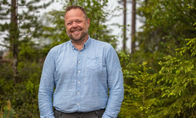 SJEKKER INN: Asbjørn Borgemoen og og Mia Gundersen er årets utfordrere i «Farmen Kjendis». Foto: TV 2