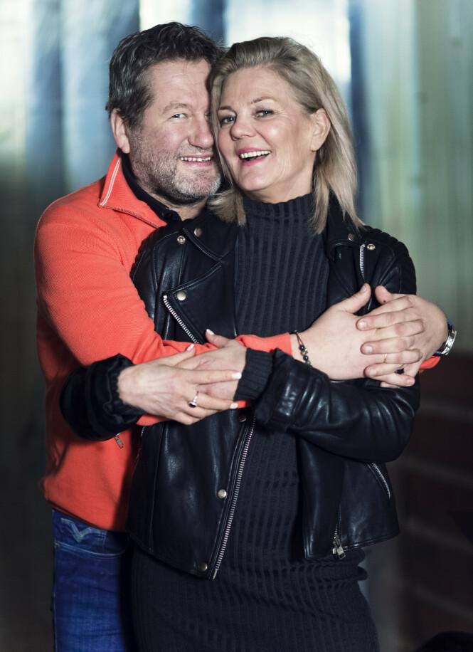 HAR DET FINT: I dag har Lise og Bjarne det fint. De bruker mye tid på hytta og på reiser - og finner ekte ro over gode middager og god vin. Med en fleksibel jobb har de mer rom for kvalitetstid nå enn tidligere. FOTO: Astrid Waller