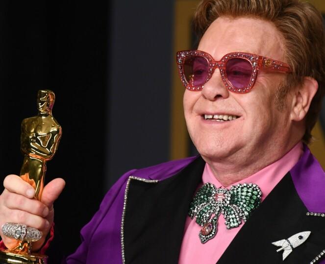 <strong>STOR FAN:</strong> Vaginaduftlyset har tydelig falt i smak hos Elton John. Han skal nemlig ha kjøpt hundrevis av det! Foto: NTB Scanpix