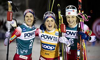 TETTE DUELLER: Therese Johaug og Astrid Uhrenholdt Jacobsen hadde mange tette dueller i vinter. Nå har sistnevnte gått sitt siste skirenn på toppnivå. Foto: Terje Pedersen / NTB scanpix
