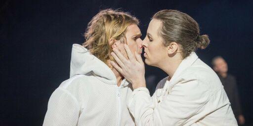 image: Hetses for kyss: - Angrep på ytringsfriheten