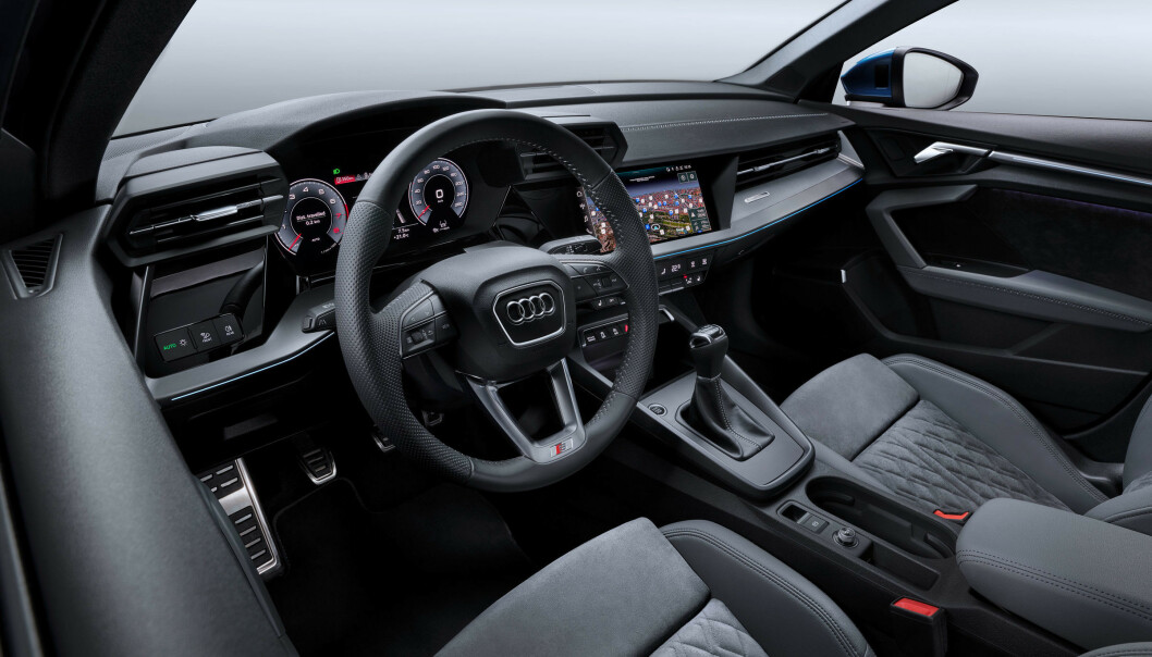 <strong>STØRST SKJERM FORAN DEG:</strong> Virtuell Cockpit med mange valg rett fra rattet har hele 12,3-tommers skjerm. Det er første gang vi ser større instrumentskjerm enn multimediaskjerm. A3 går for to og ikke tre skjermer, slik de har på A5 og oppover. Foto: Audi