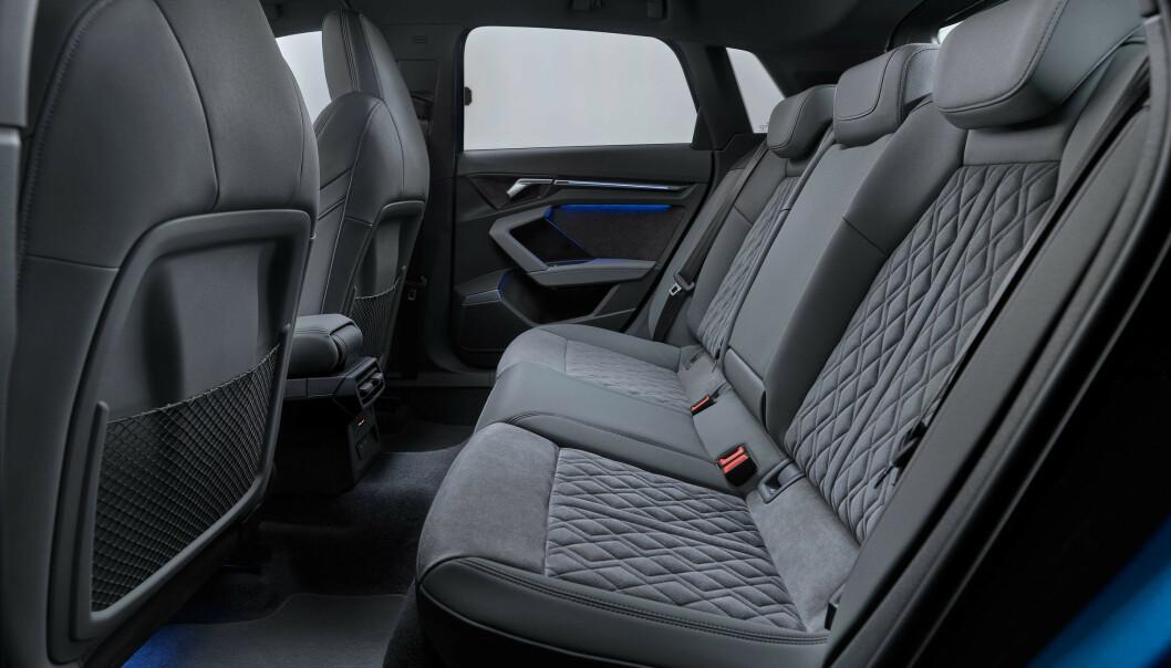 <strong>PLASS NOK:</strong> Audi A3 har vært behagelig for en småbarnsfamilie på fire i mange år allerede. Akselavstanden er den samme som før, så plassen antas å være den samme. Foto: Audi