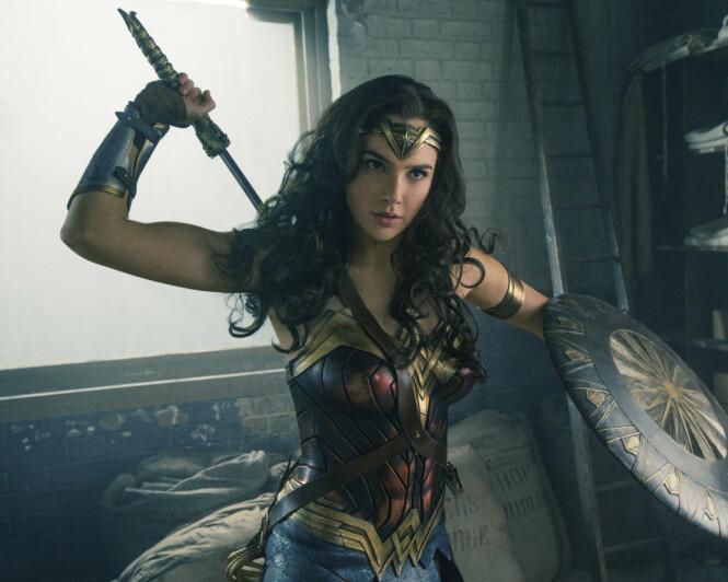<strong>SUPERHELTINNE:</strong> Gal Gadot i en scene fra «Wonder Woman». Nå kan det bli spennende å se om hertuginne Meghan kan dukke opp i en lignende rolle. Foto: Clay Enos/ Warner Bros. Entertainment via AP/ NTB scanpix