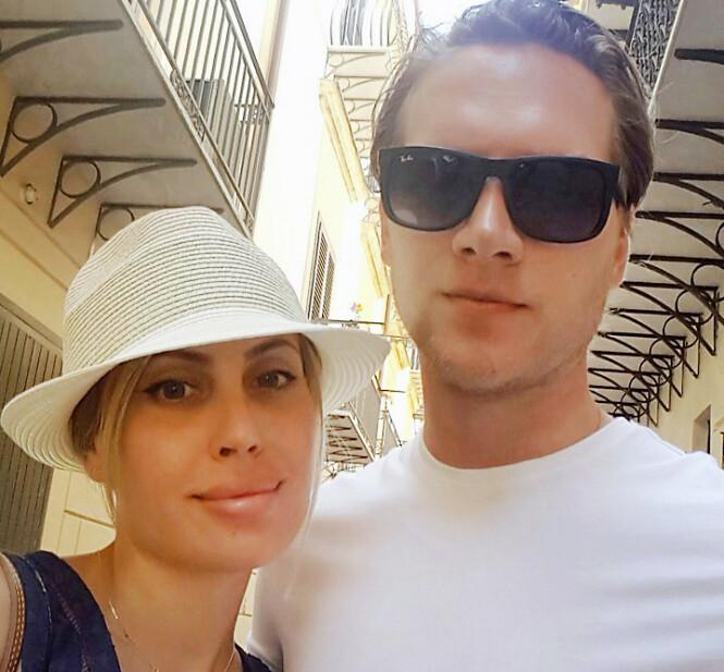 IKKE SKREMT: Julia er glad hun fortalte Alexander Viita om at hun ville miste håret før de ble ordentlig kjærester. De to giftet seg i 2016. Foto: Privat