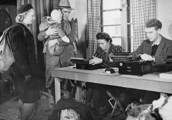 PÅ MOTTAKSSTASJONEN: Dette bildet er tatt i Sverige 1. februar 1945. Familien Grusd var innom en tilsvarende mottaksstasjon da de kom til Sverige i november 1942. FOTO: NTB scanpix