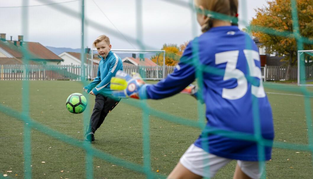 <strong>IKKE HELT I MÅL:</strong> Ny undersøkelse viser at flere barne- og ungdomsidrettslag har lave kostnader for å sikre at alle kan delta, men det er fortsatt en del idrettslag som burde redusere kostnadene for de yngste. Foto: Gorm Kallestad/NTB Scanpix.