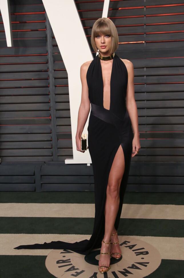 SAMME KJOLE: Taylor Swift på Oscar-fest i samme kjole som Sophie valgte å bruke tre år senere. Foto: NTB Scapix
