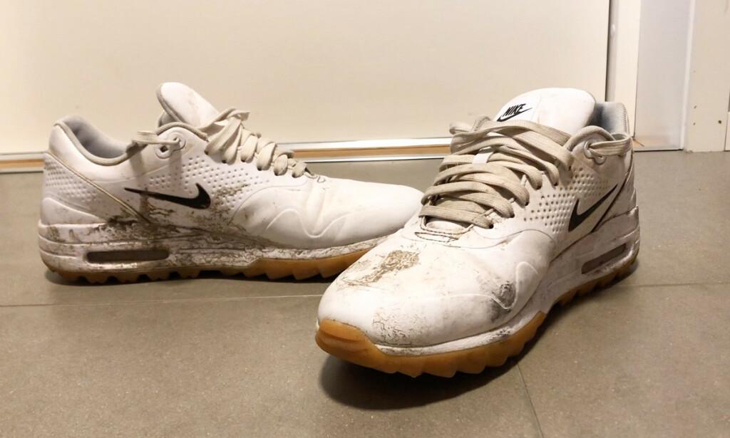 KAN DE REDDES?: Javisst kan de det! Vi testet to knallgode metoder som gjorde sneakersene så gode som nye. I videoene under viser vi deg fremgangsmåten. Foto: Linn Merete Rognø.