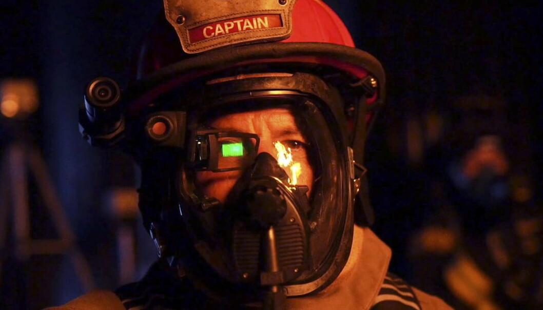 <strong>QWAKE C-THRU:</strong> Dingsen du ser over høyre øye på brannpersonalet er et eksempel på hvordan AR-teknologi kan brukes. Foto: Qwake