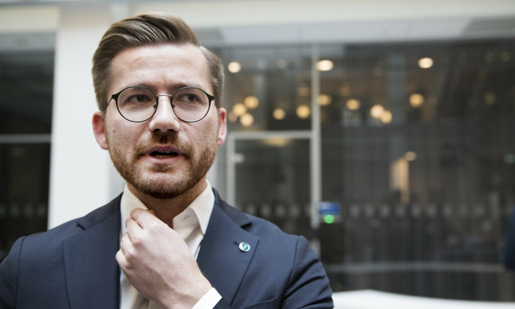 FÅR KJEFT: Klima- og miljøminister Sveinung Rotevatn (V). Foto: Terje Pedersen / NTB Scanpix