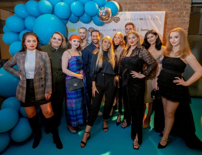 SAMLET: Her er Martine Lunde avbildet sammen med «Glow Up»-deltakerne og hoveddommerne Tomas Erdis og Dajana Tomanovic og . Foto: Thomas Andersen / TV 2