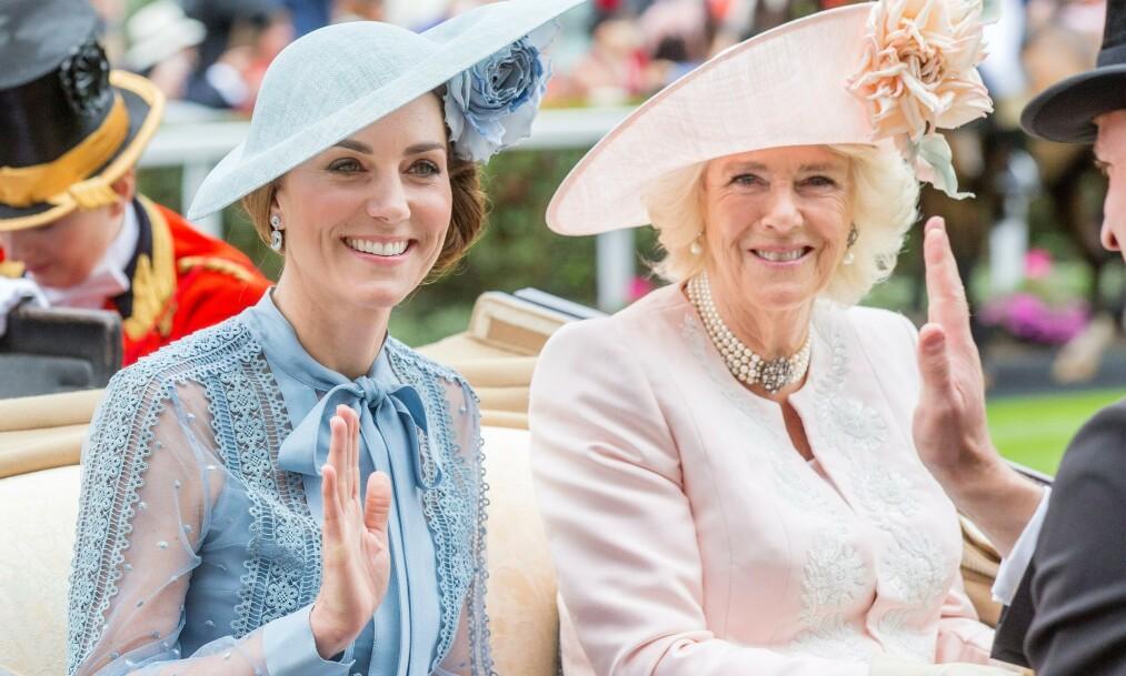 HERTUGINNE: Hertuginne Camilla er gift med Storbritannias kommende konge, men blir ikke dronning. Her avbildet sammen med hertuginne Kate (t.v.) i 2019. Foto: NTB Scanpix