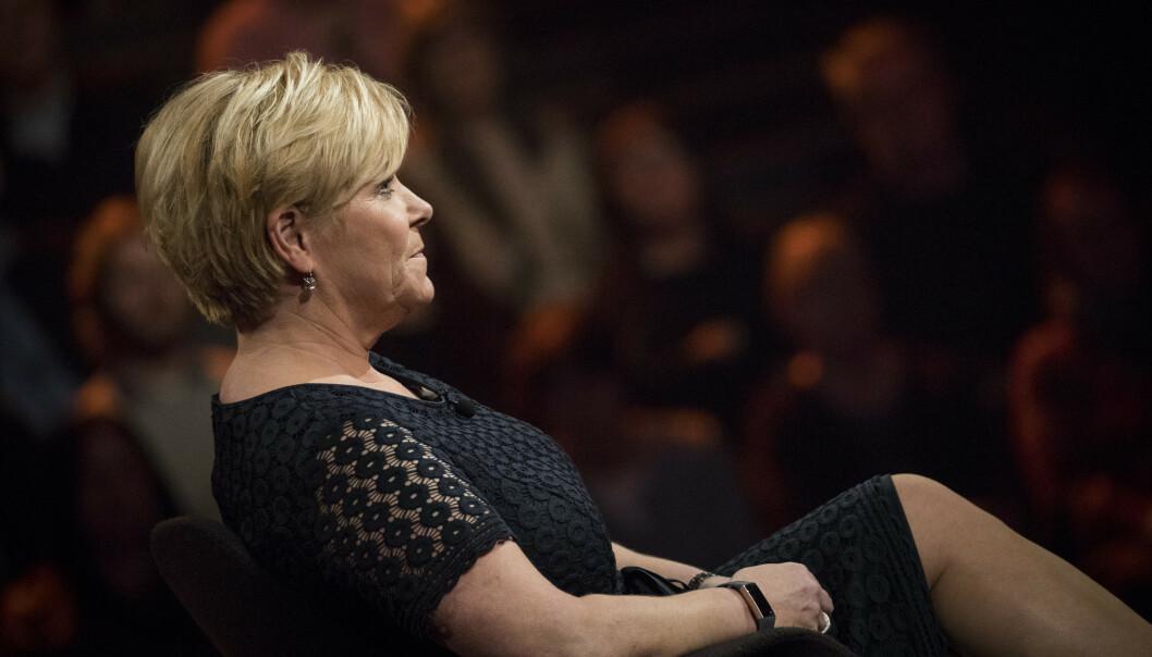 <strong>STØTTE:</strong> Siv Jensen fokuserer på å være til stede for lillesøstera. Foto: NRK