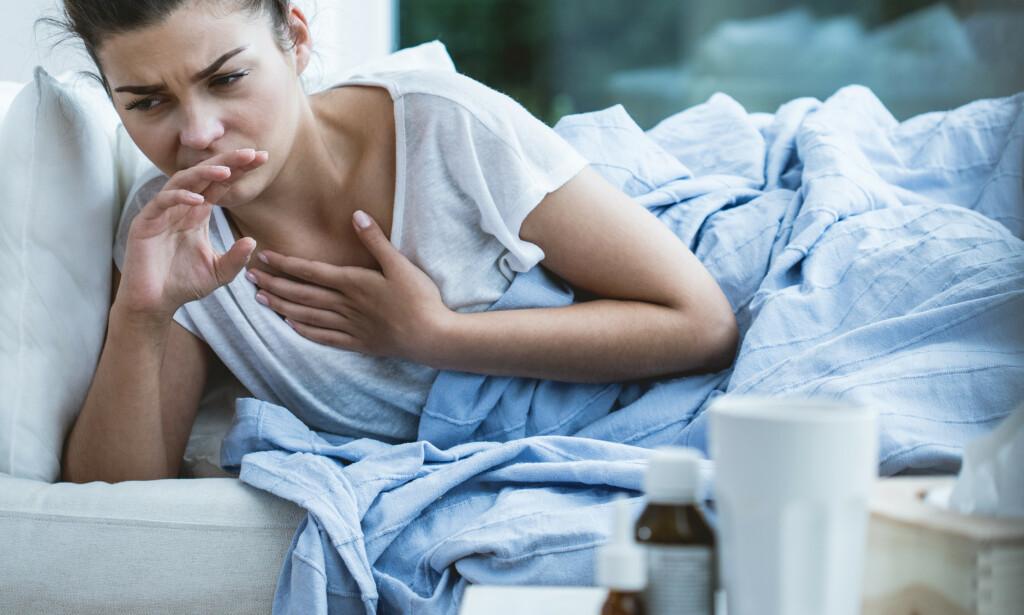SMITTET: Hoste og feber er vanlige symptomer hos dem som er smittet av coronaviruset. Foto: Shutterstock / NTB scanpix