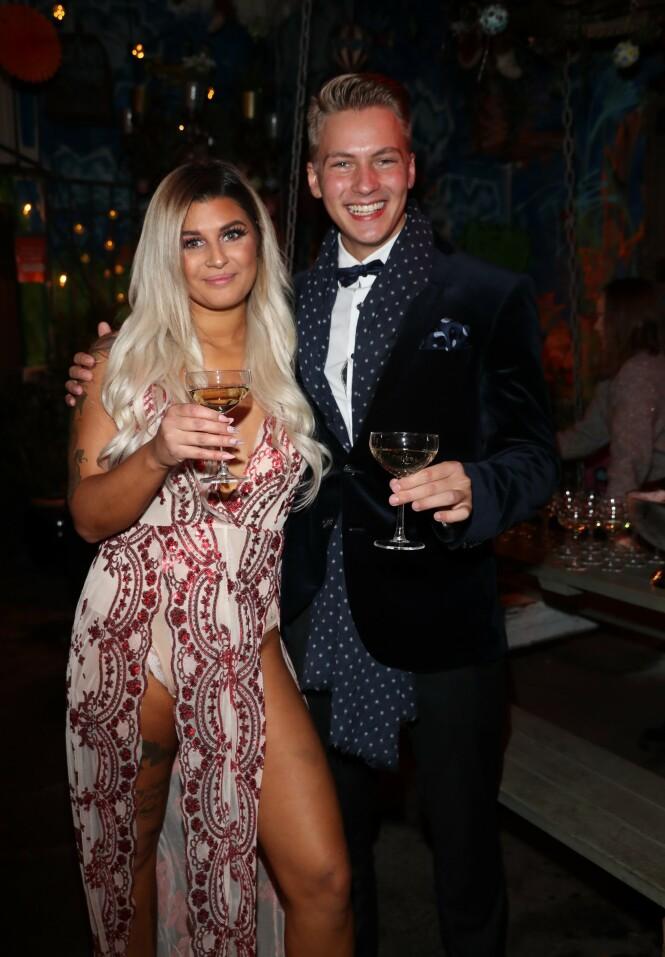 DELTAKERE: Sania Smestad og Axel Kleivane ser ut til å ha blitt gode venner under oppholdet. Foto: Andreas Fadum