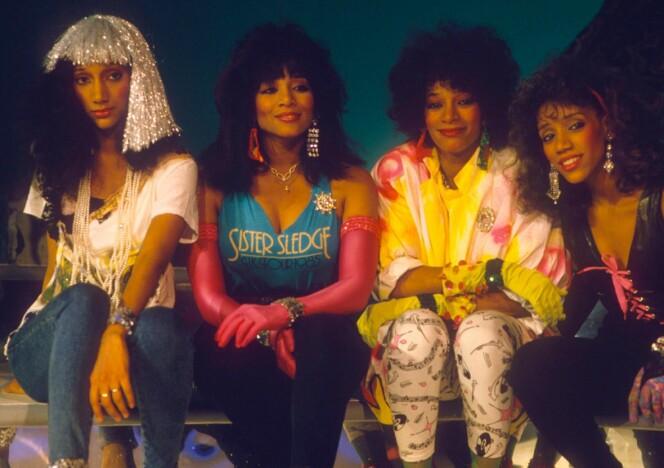 WE ARE FAMILY: Alle fire søstre samlet på 1980-tallet. Men snart blir de bare tre. FOTO: NTB Scanpix