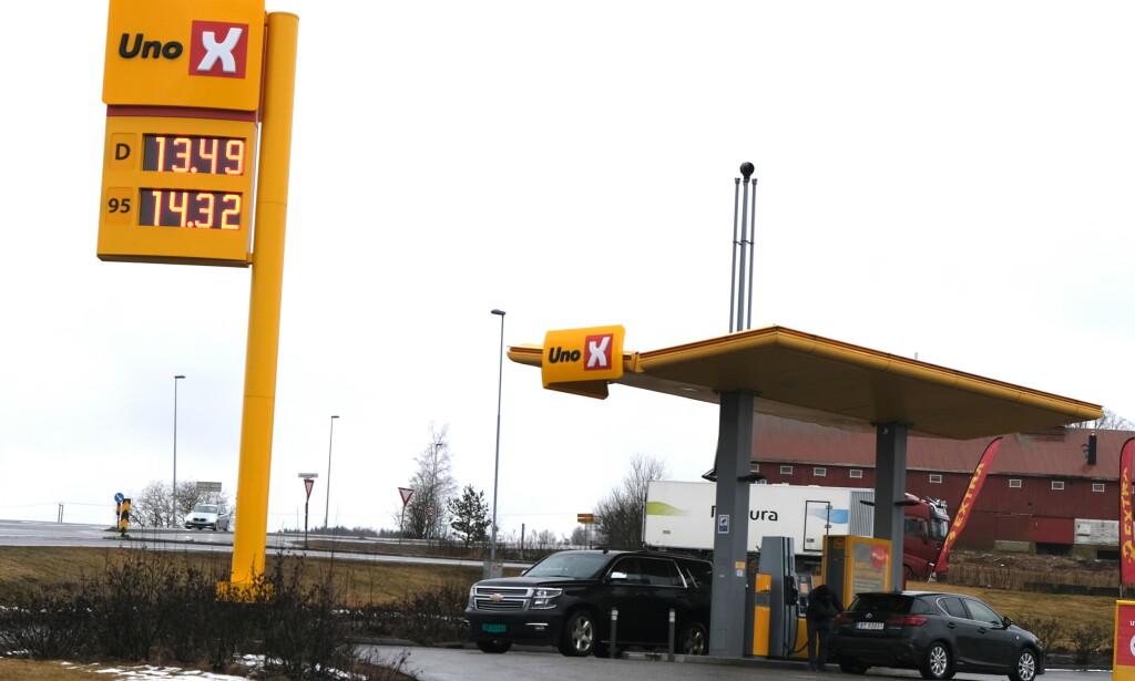 LOKALE PRISKRIGER: I tillegg til fall i oljeprisen, presser lokale priskriger, spesielt fra automat-stasjoner, prisen på bensin og diesel ytterligere end. Foto: Rune Korsvoll