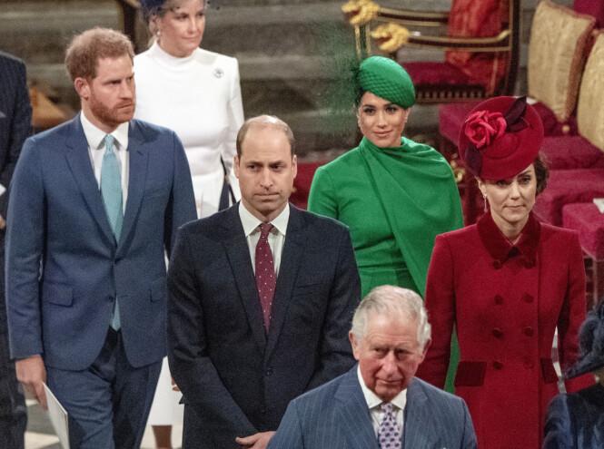 GIKK I FØLGE: De to hertugparene forlot Westminster Abbey etter hverandre da gudstjenesten var ferdig mandag ettermiddag. Foto: NTB scanpix