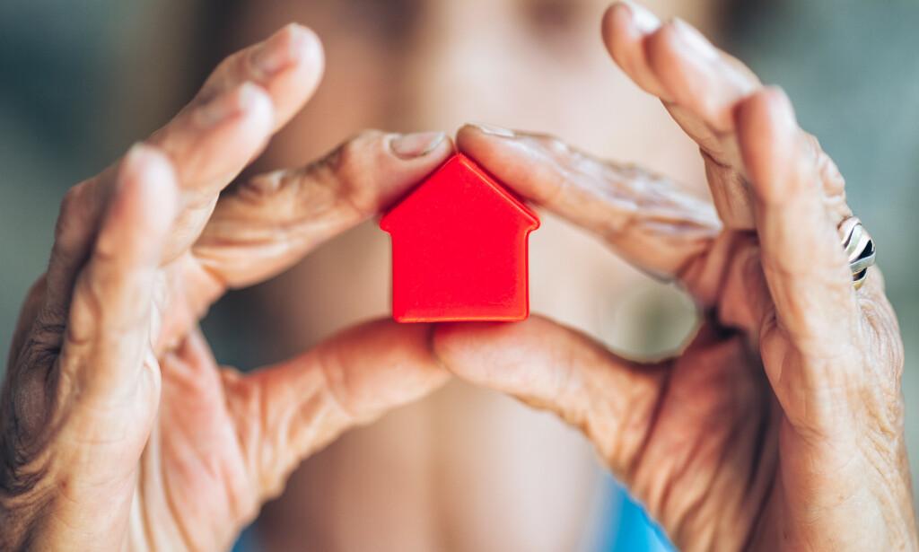 DYRERE OPPGJØR: Sitter du i uskiftet bo? Med nye arveregler må du kanskje selge både hus og hytte for å kunne ha råd til å gjennomføre arveoppgjøret. Foto: NTB scanpix