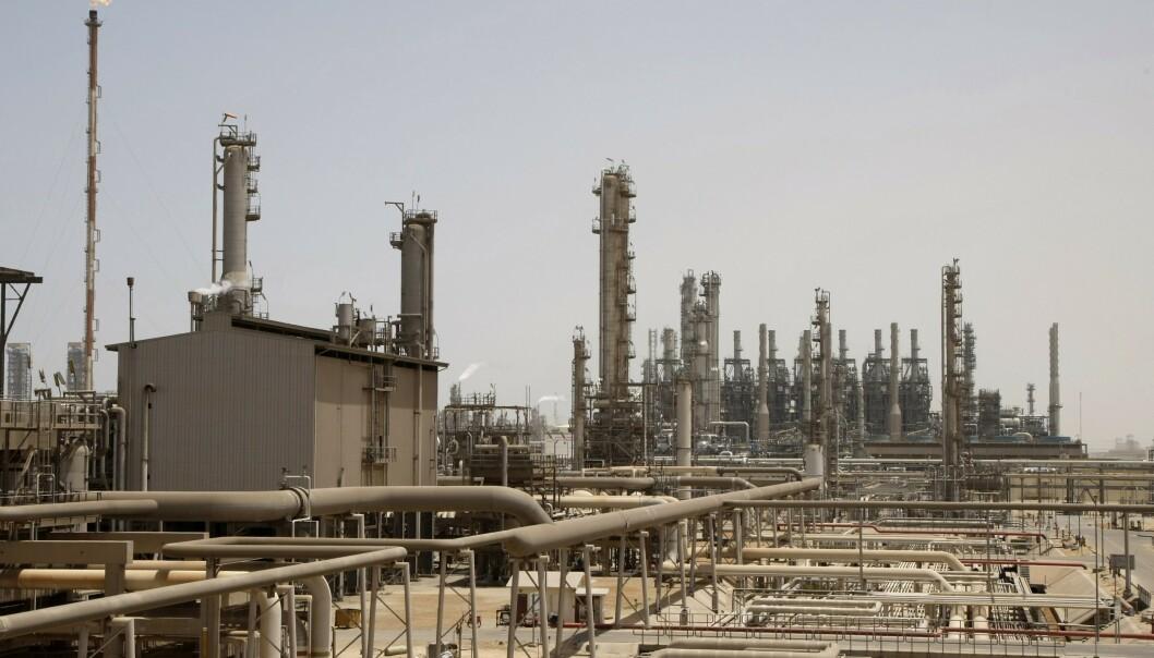 <strong>TRAPPER OPP:</strong> Saudi Arabias statlige oljeselskap Aramco øker produksjonen. Det er dårlig nytt for oljeprisen. Foto: Hassan Ammar / AP / NTB Scanpix
