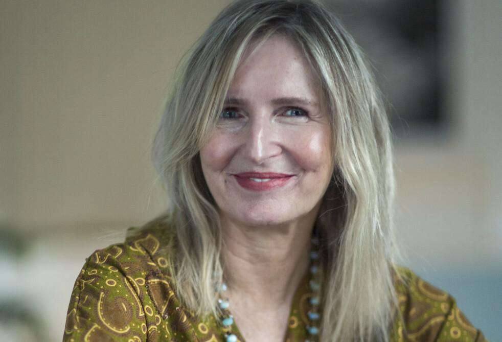 STOLT: Bente Helenesdatteer Pettersen (61) ville vise at en voksen kropp og et voksent fjes, med rynker, også rommer skjønnhet. Foto: Astrid Waller