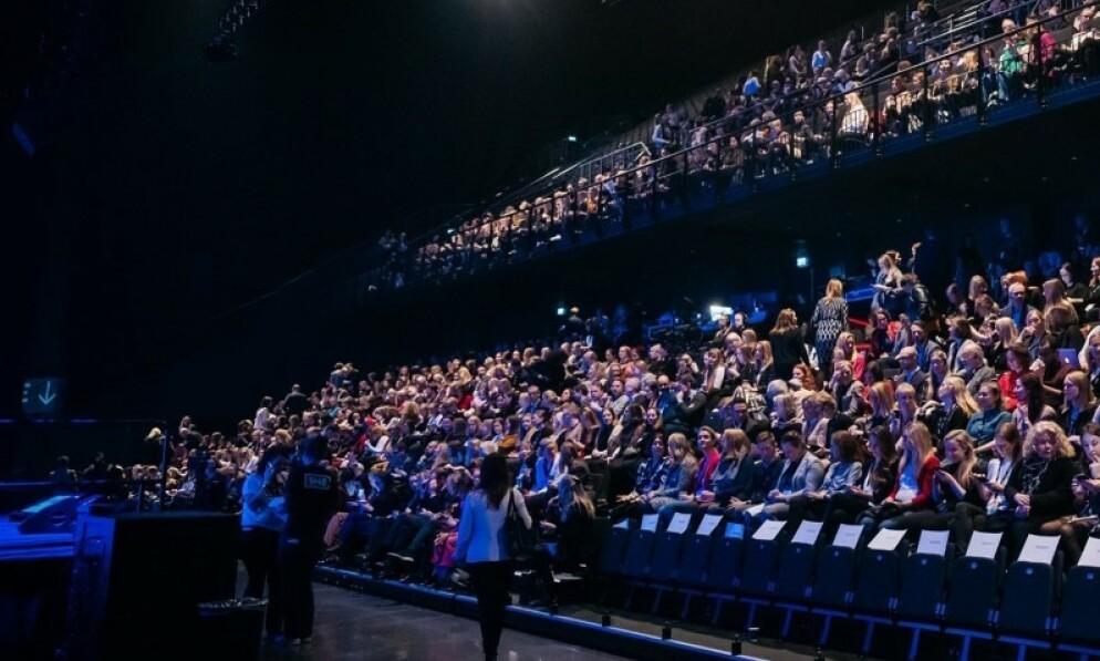 CORONASMITTET: En deltaker på She-konferansen i Oslo Spektrum har senere fått påvist corona-smitte. Foto: Erik Krafft / She Conference