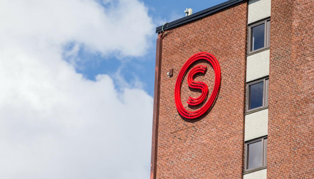 <strong>TAR CORONA-GREP:</strong> Logoen til Studentsamskipnaden i Oslo og Akershus (SiO) på et bygg i Kringsjå studentby i Oslo. Foto: Audun Braastad / NTB Scanpix