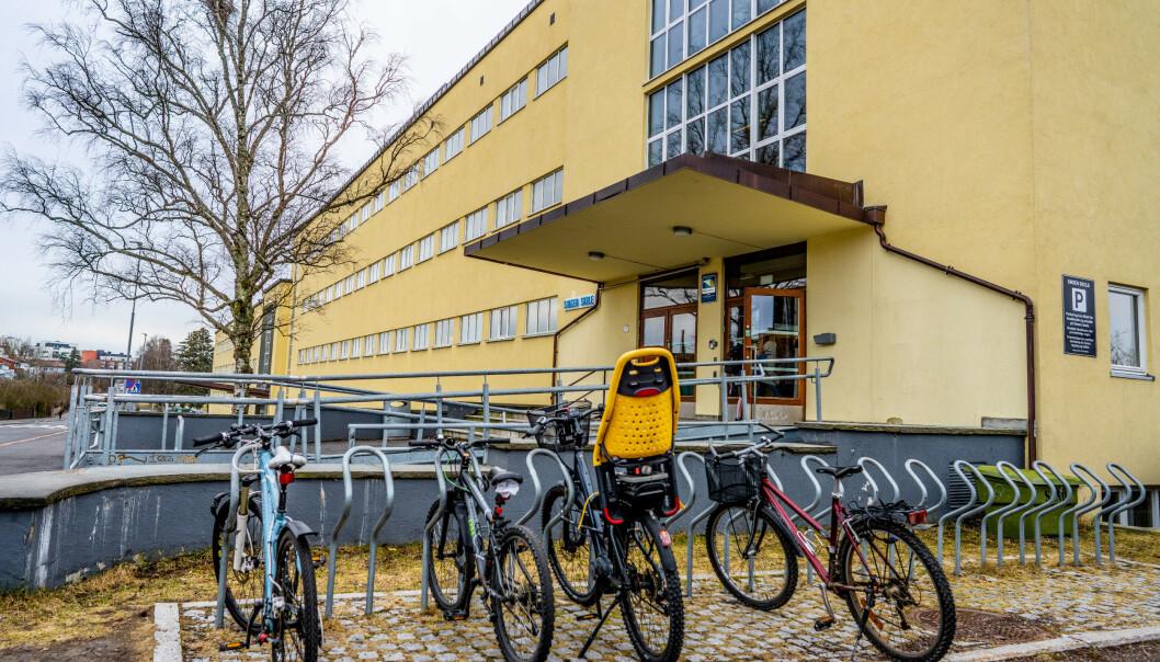 Elever ved Oslo-skoler bes om å være hjemme på grunn av ansatte som er satt i koronakarantene som skaper utfordringer for skoledriften. Her fra Sinsen skole, der hele andretrinn ble satt i karantene tidligere i uka. Foto: Stian Lysberg Solum/NTB scanpix