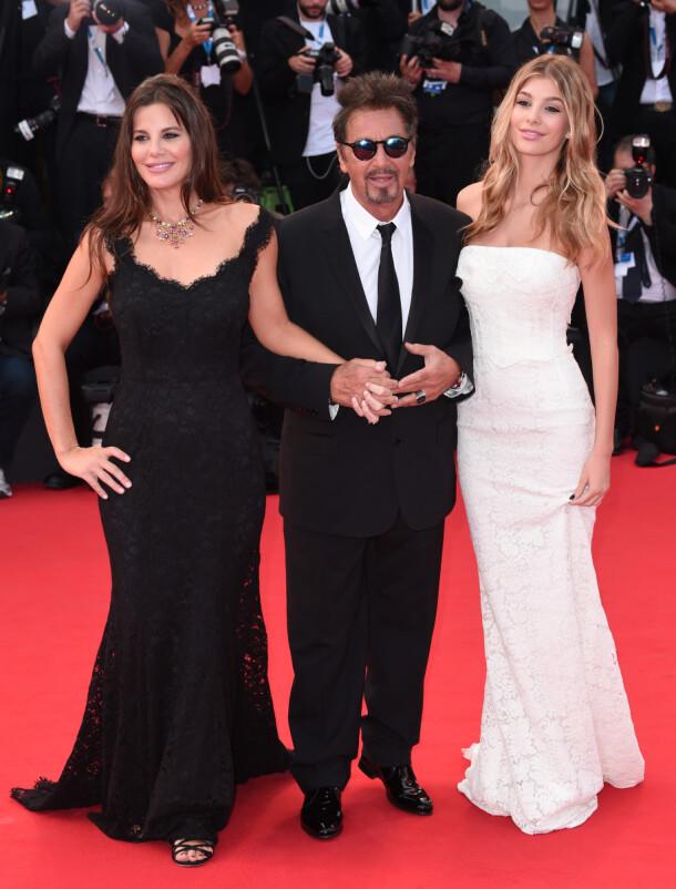DEN GANG DA: Al Pacino sammen med sin daværende kjæreste Lucila Solá (t.v.) og hennes datter Camila Morrone på filmfestivalen i Venezia i 2014. Foto: NTB scanpix