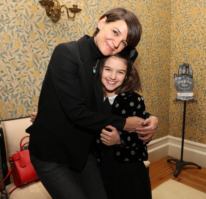 NÆRE: Katie Holmes var 27 år da hun fikk datteren Suri Cruise. De to har et spesielt nært forhold. Her fra et arrangement i New York i 2018. FOTO: NTB scanpix
