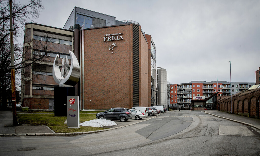 NYTT GREP: Sjokoladeprodusenten Freia temperaturmåler nå sine ansatte før de får komme inn i lokalene. Foto: Bjørn Langsem / Dagbladet