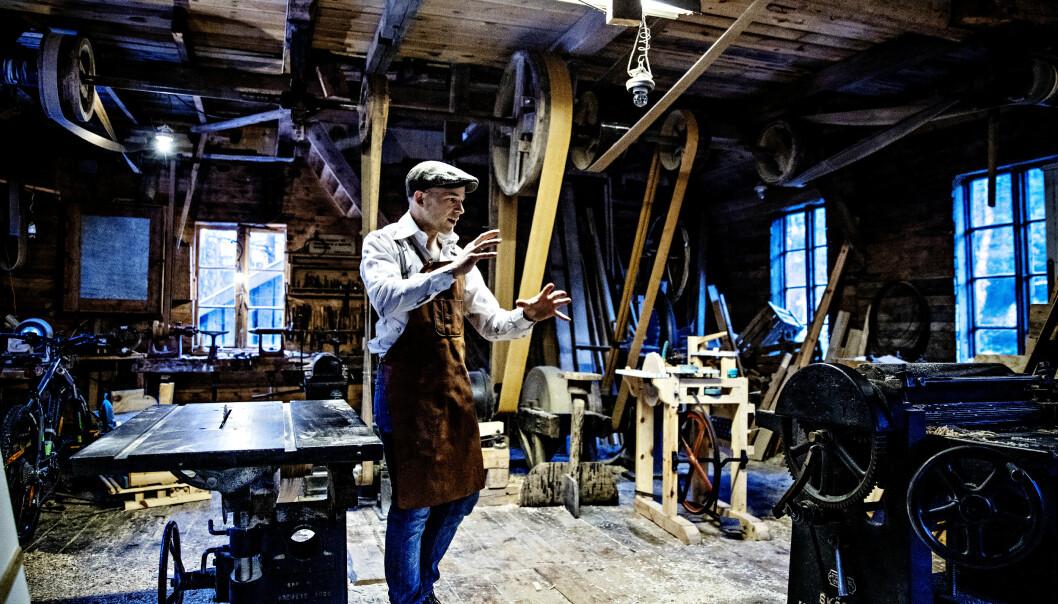 KREATIV: Erik Alfred blir gjerne omtalt som en moderne Reodor Felgen. Her viser han oss rundt i verkstedet sitt. Foto: Nina Hansen / Dagbladet