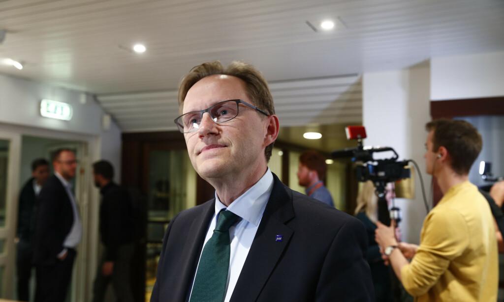 SAVNER AVGIFTSKUTT: - Det som mangler er et kutt i arbeidsgiveravgiften, kutt i CO2-avgiften - som er en særnorsk skatt på toppen av det vi betaler i EU-avgifter - og det siste er en eller annen form for finansiell støtte til flyselskaper som trenger dette ut fra et likeverdig prinsipp, sier SAS' finansdirektør Torbjørn Wist. Foto: Terje Pedersen / NTB scanpix