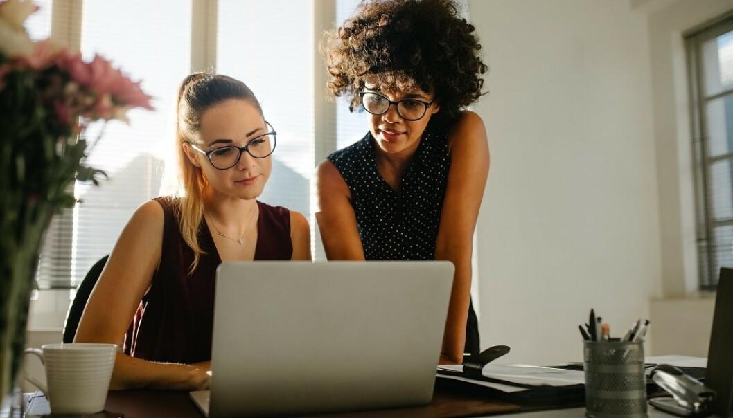 ÅPENHET: Å prate med venninner om inntekt kan være positivt, dersom man er trygge på hverandre, sier ekspert. FOTO: NTB Scanpix