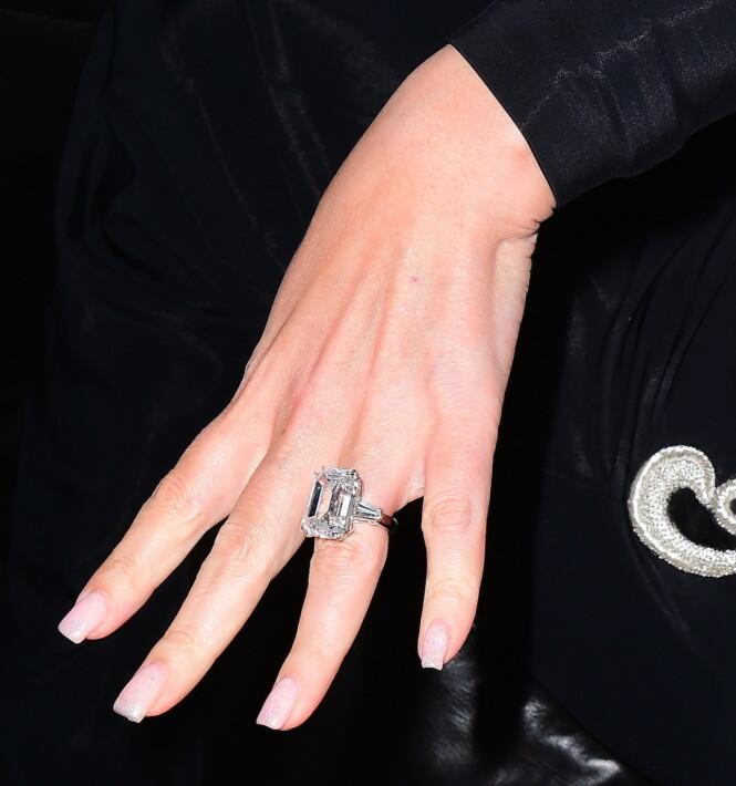 SJOKKERENDE: Mariah Careys forlovelsesring hadde en verdi på drøye 100 millioner norske kroner. Foto: NTB scanpix
