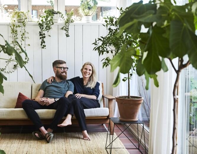 Snorre og Janni Krogh stortrives i sitt 80-tallshus. FOTO: Ditte Capion