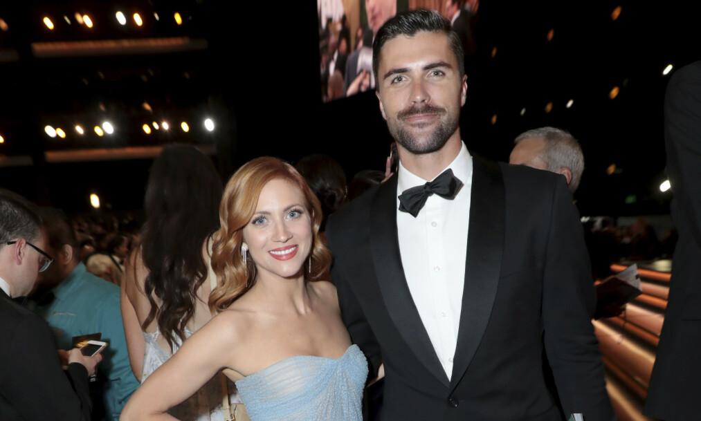 LYKKELIG GIFT: Tyler Stanaland og Brittany Snow ga hverandre sine ja lørdag. Her under fjorårets Emmy Awards. Foto: NTB Scanpix