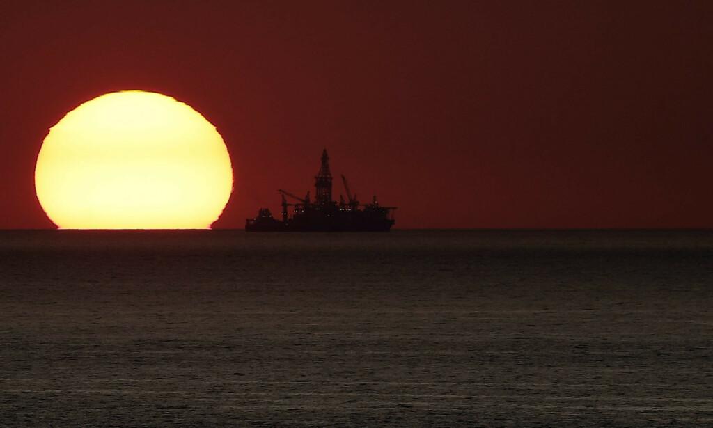 SUPER: Oljeprisen er på nytt i fritt fall og i øyeblikket på det laveste nivået siden 2016. Foto: NTB scanpix / Joseph Eid / AFP