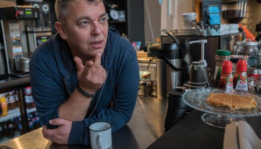 <strong>MANGE SLITER:</strong> Trond Henriksen forteller at de har måttet stenge kafeen til Kirkens Bymisjon i Halden i forbindelse med coronaviruset. - Det er vanskelig for mange som trenger møteplassen, sier han. Foto: Kirkens Bymisjon
