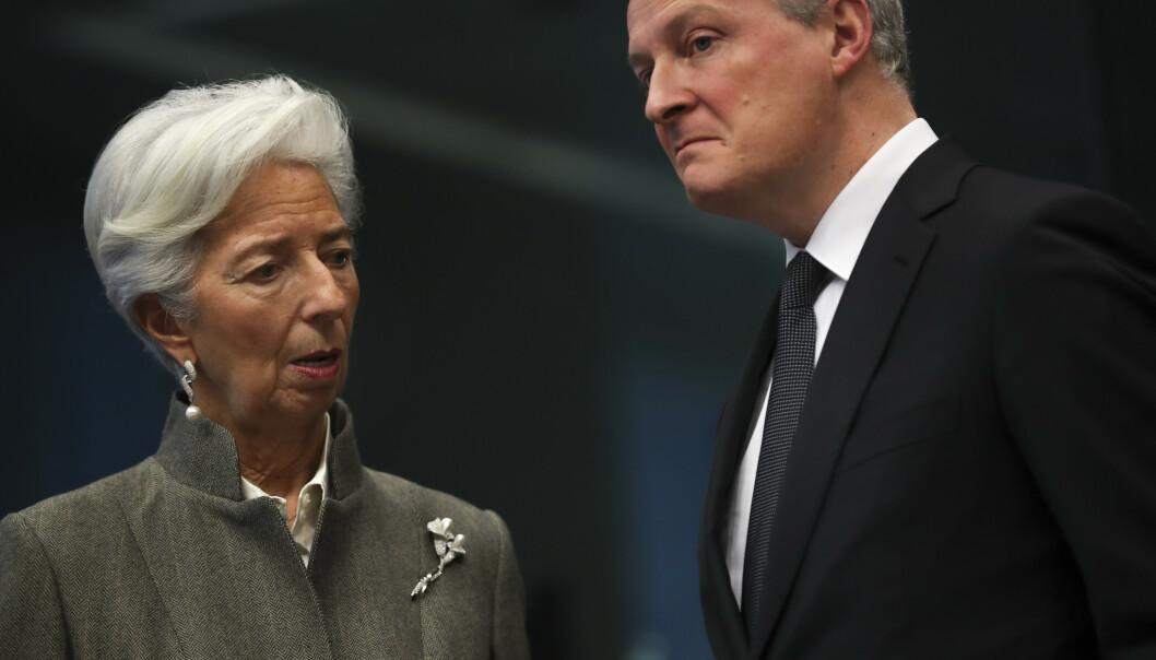 <strong>KRISEPAKKE:</strong> Frankrikes finansminister Bruno Le Maire, her sammen med den europeiske sentralbankens sjef Christine Lagarde i Brussel i februar. Le Maire venter en nedgang i den franske økonomien på grunn av virusutbruddet. Foto: Francisco Seco / AP / NTB scanpix