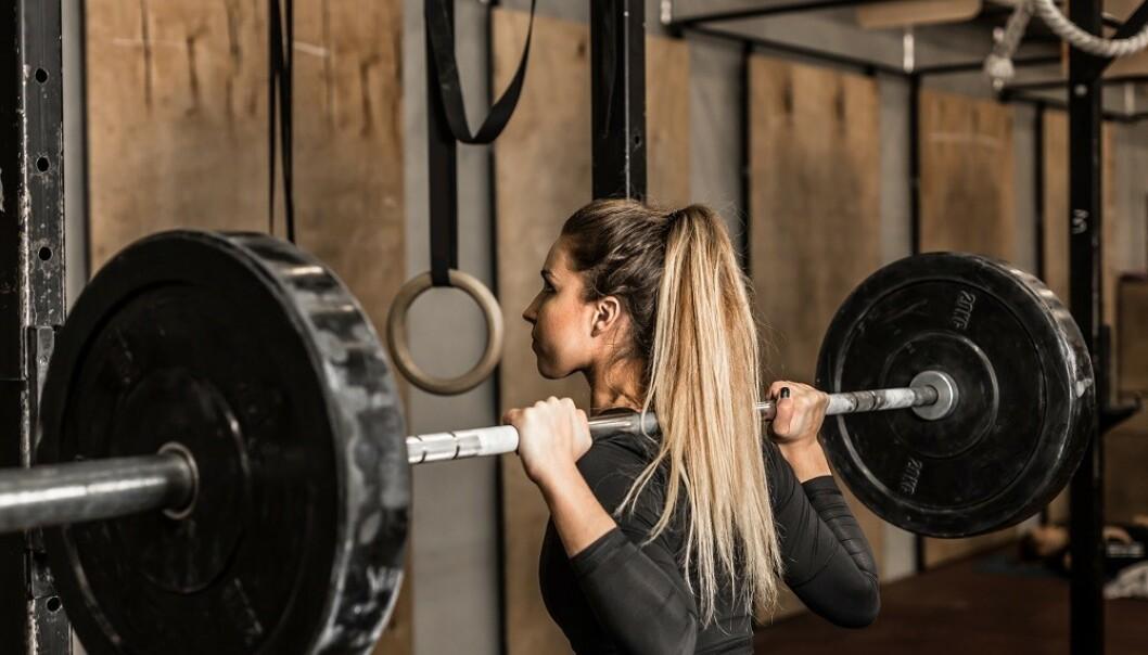 FOKUS PÅ MUSKELEN: Å fokusere på muskelen eller muskelgruppen du trener, kan føre til økt muskelaktivering- og vekst. FOTO: NTB Scanpix